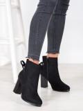 Členkové topánky s ozdobným viazaním
