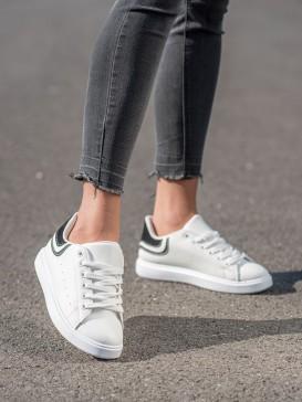 Pohodlné biele sneakersy