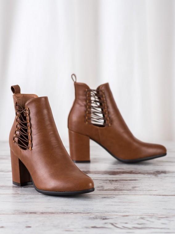 Členkové topánky s viazaním na boku