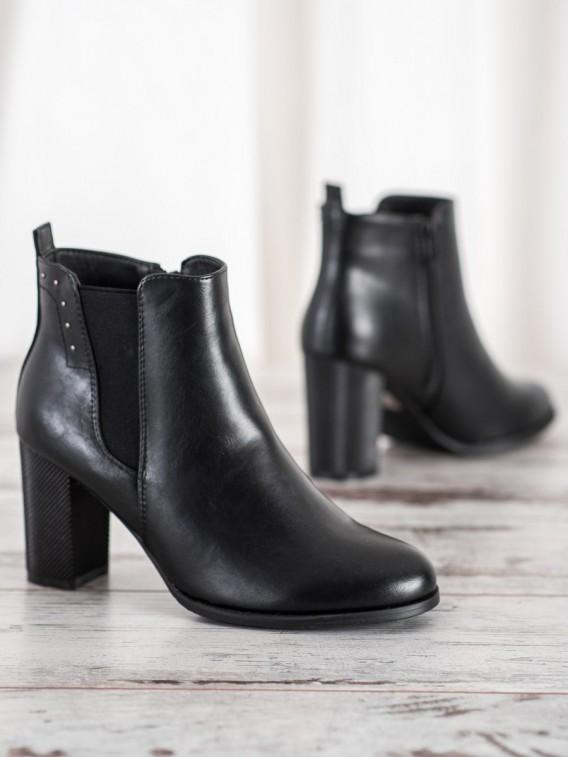 Členkové topánky s ozdobným podpätkom