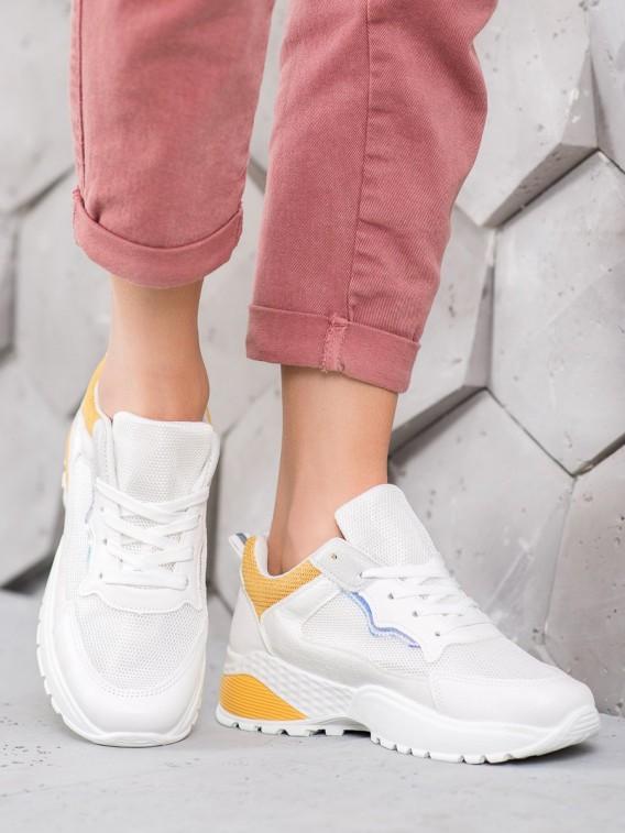 Sneakersy so svetlo oranžovým detailom