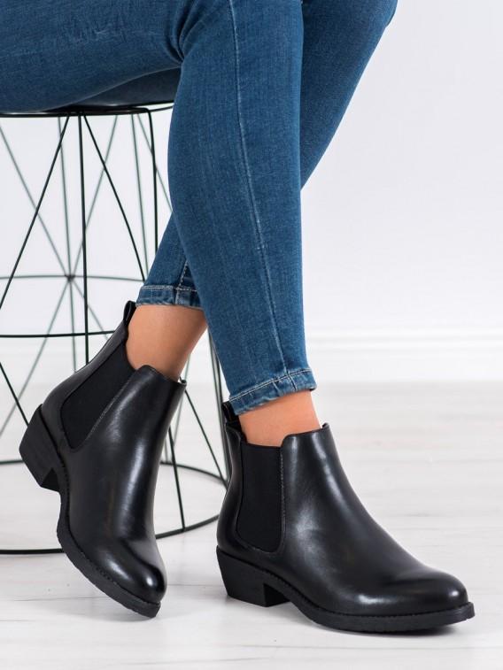 Nazúvacie čierne členkové topánky