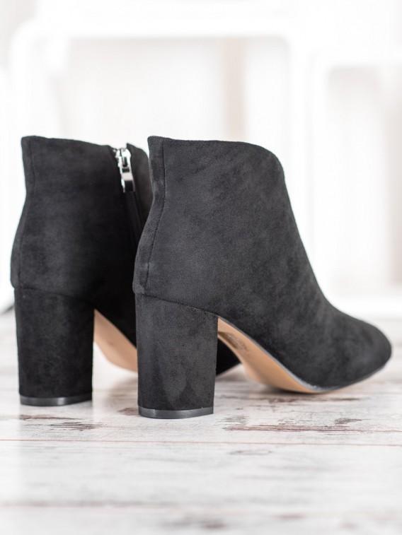 Čierne semišové členkové topánky