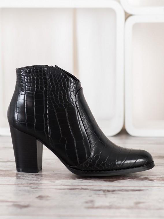 Módne topánky s hadím vzorom