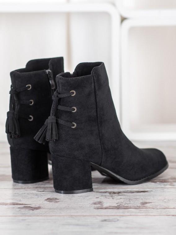Členkové topánky so strapcami