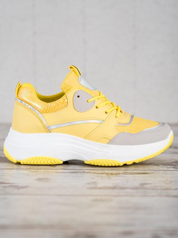 Neformálne sneakersy na platforme