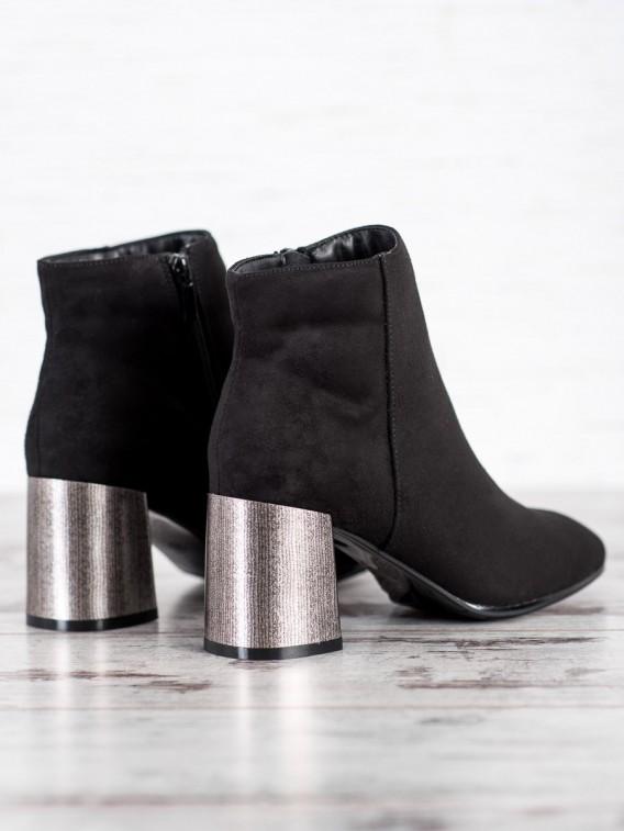 Členkové topánky so strieborným opätkom