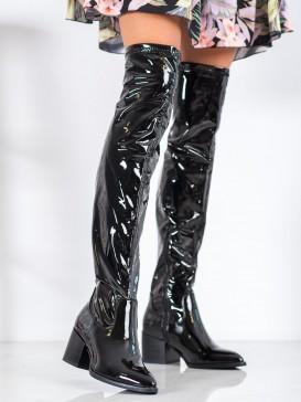 Latexové čižmy nad koleno