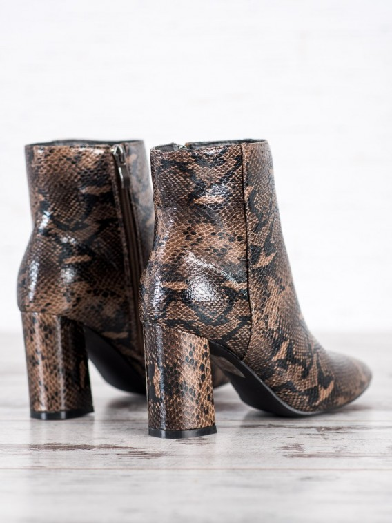 Topánky s hadím vzorom a špičkou