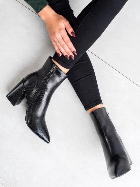 Topánky na stĺpci Fashion