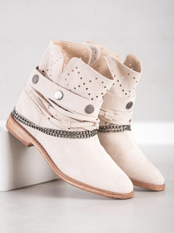 Topánky s ozdobnými pásikmi