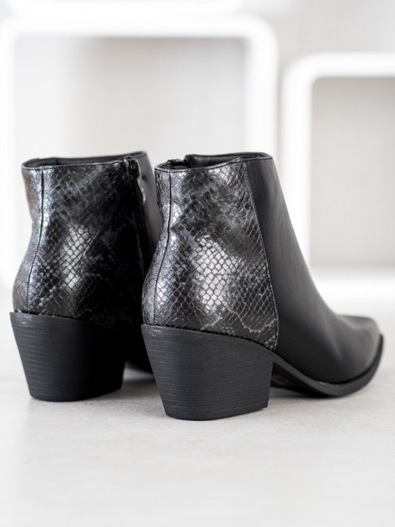 Čierne členkové topánky do špičky