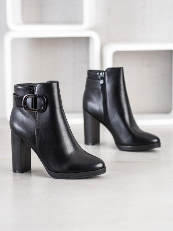 Elegantné čierne členkové topánky