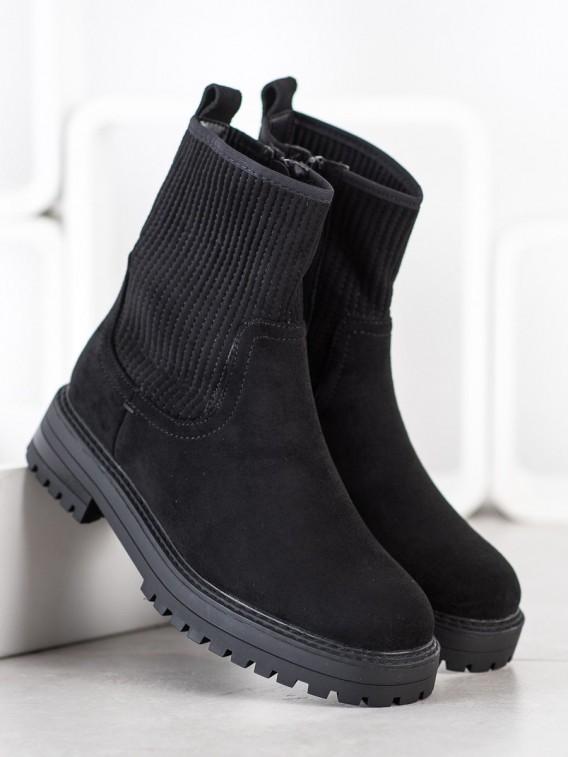 Obtiahnuté členkové topánky na platforme