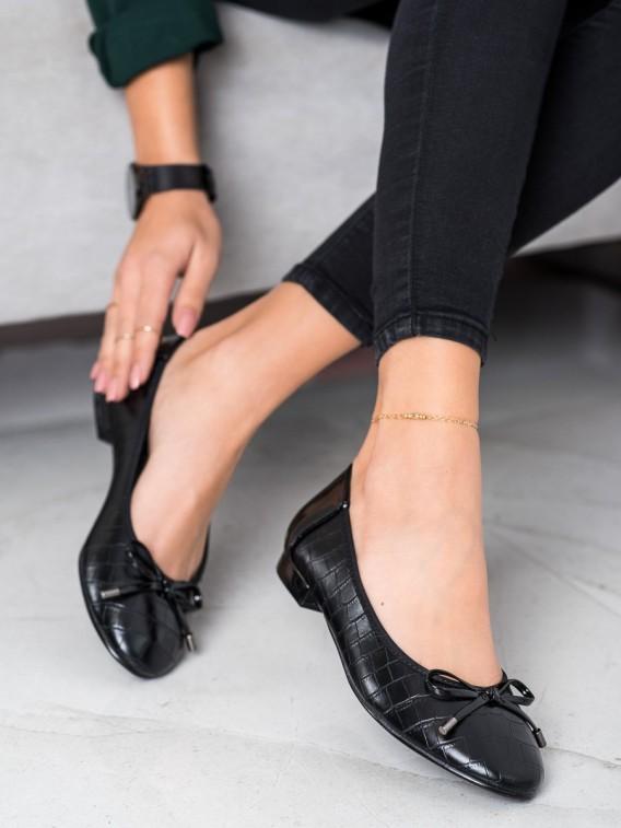 Čierne baleríny s hadím vzorom