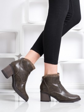 Neformálne členkové topánky z eko kože