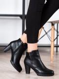 Klasické členkové topánky na podpätku