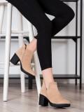 Semišové členkové topánky s výrezom