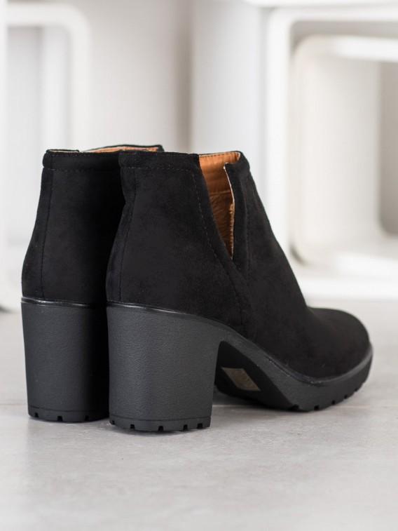 Čierne členkové topánky s výrezom