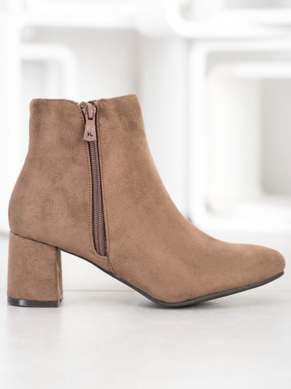 Neformálne hnedé členkové topánky