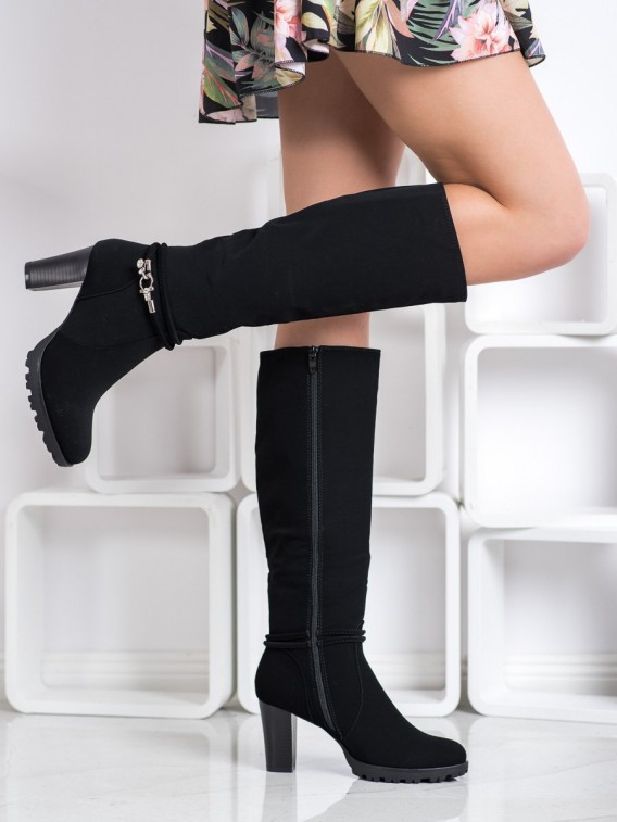Elegantné čierne čižmy