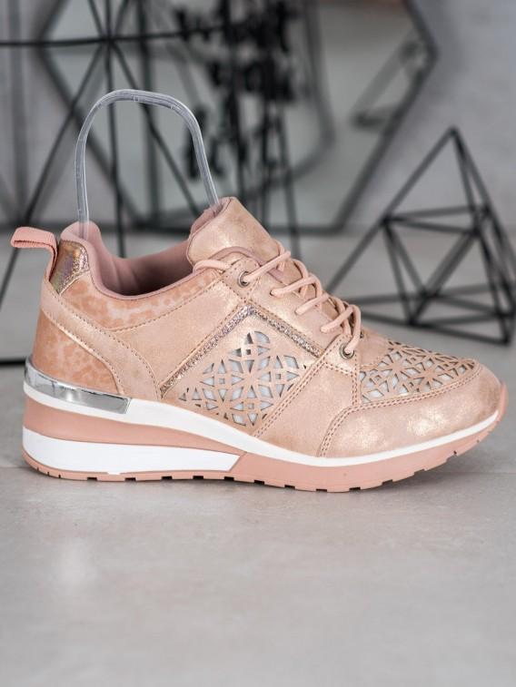 Sneakersy s dierkovaným vzorom