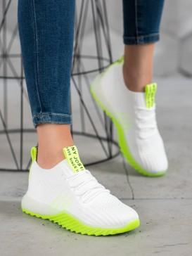 Sneakersy z neónovou podrážkou
