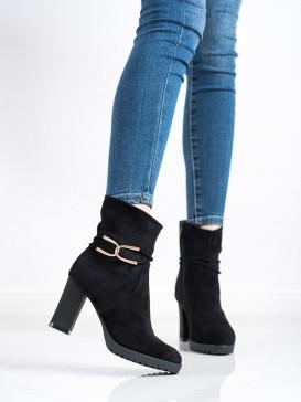 Topánky so zlatou ozdobou