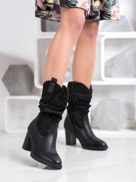 Členkové topánky kovbojky na stĺpci