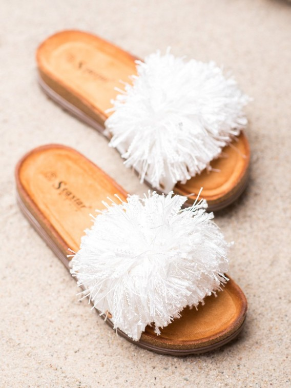 Biele šľapky so strapcami