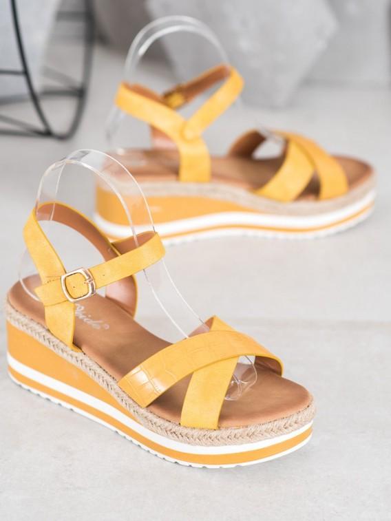 Žlté sandálky na kline z eko kože