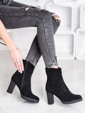 Vysoké topánky zo semišu