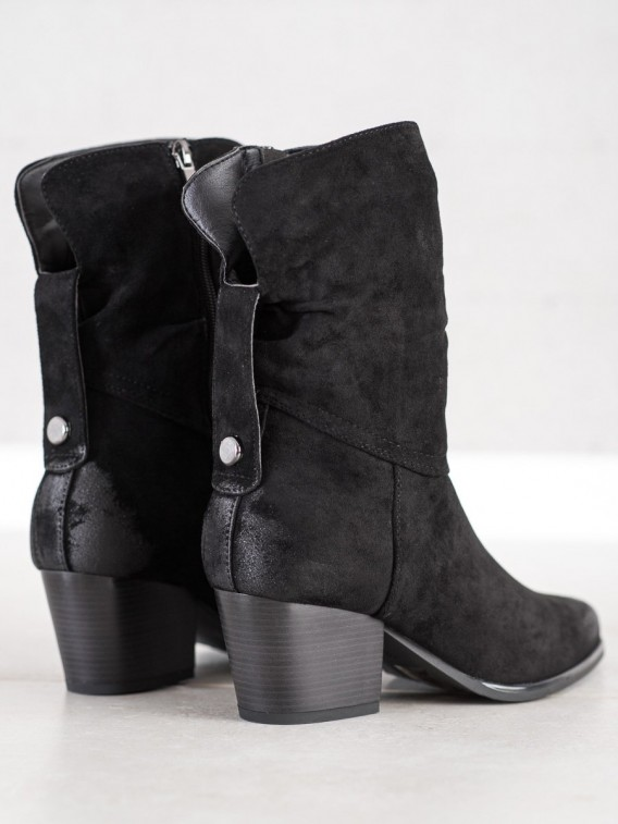 Vysoké čierne kovbojky