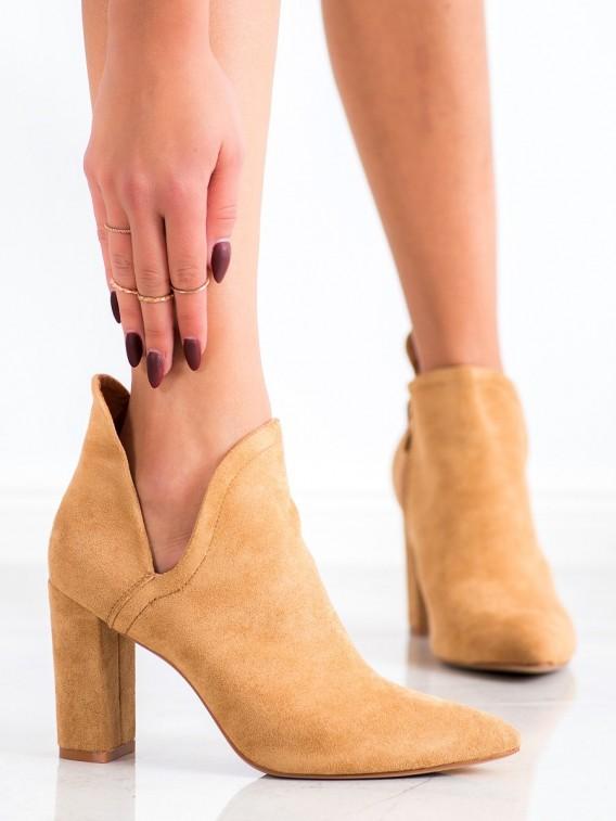 Členkové topánky s výrezom