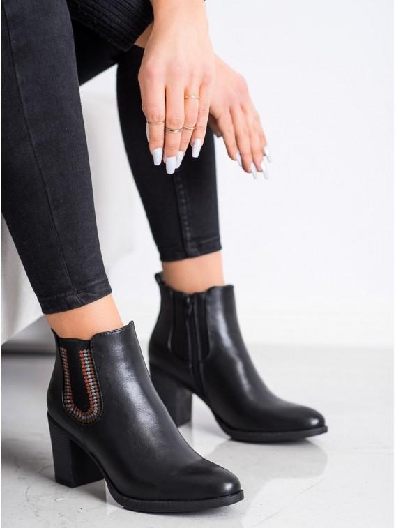 Čierne členkové topánky z eko kože
