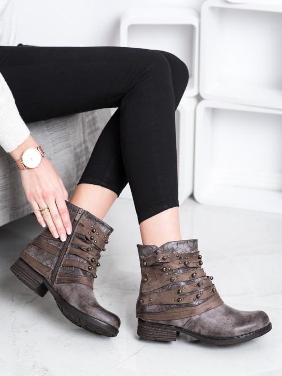Pohodlné členkové topánky s ozdobami