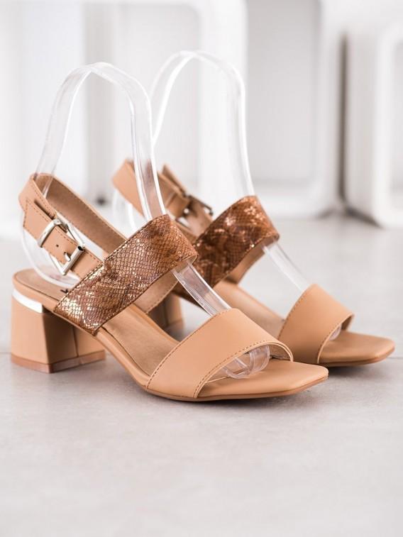 Módne sandálky na stĺpci