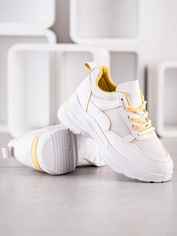 Klasické biele tenisky