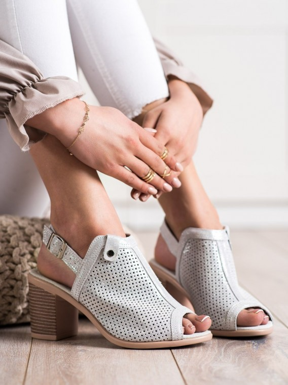Sandálky z kože