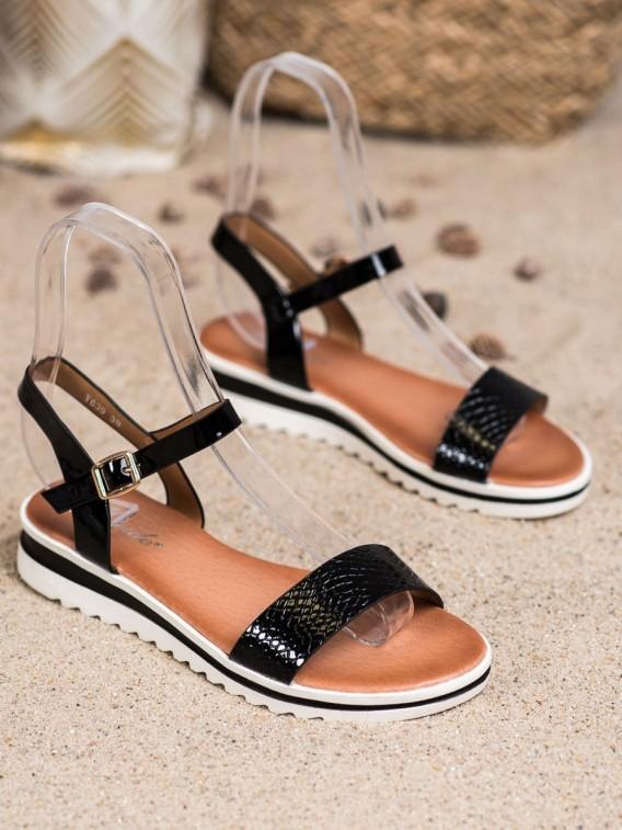 Neformálne lakované sandálky