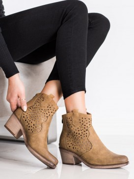 Jarné dierkované topánky