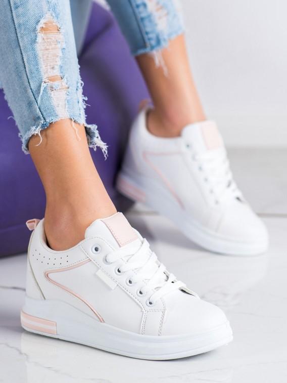 Biele topánky so skrytím klinom