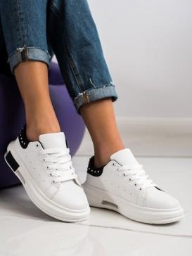 Sneakersy s cvočkami