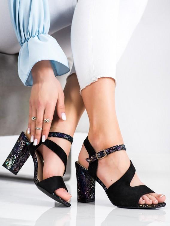 Sandále s ozdobným podpätkom