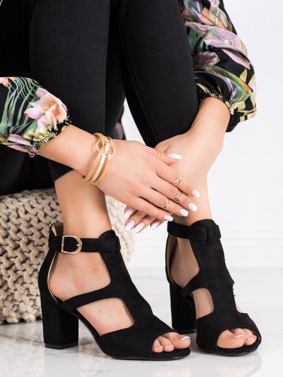 Štýlové čierne sandálky na stĺpci