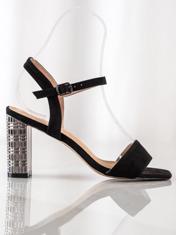 Klasické sandálky s ozdobným podpätkom