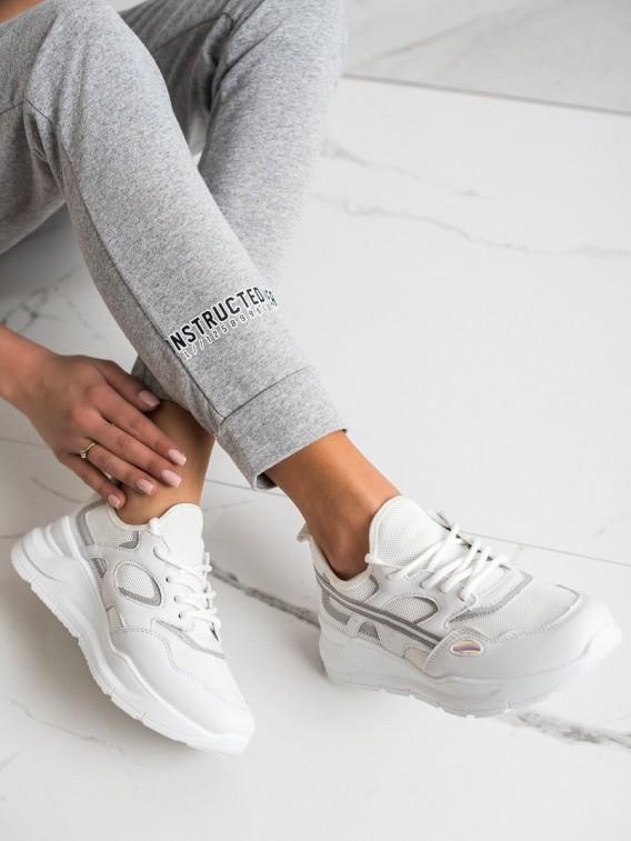 Neformálne biele sneakersy