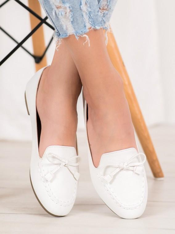 Pohodlné biele mokasíny