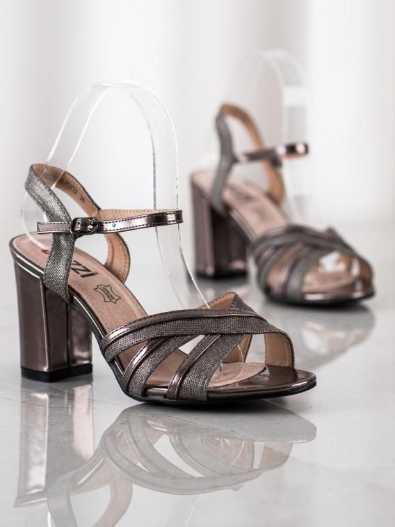 Brokátové sandálky n a podpätku