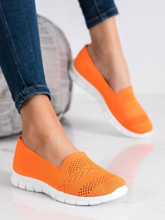 Pohodlné oranžové slipony